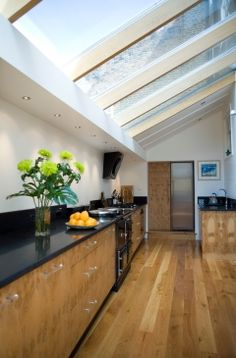 Ideas for house black windows side return New Kitchen, Kitchen Dining, Glass Extension, Side Extension, Extension Ideas, Extension Google, Modern Roofing, Side Return, Glass Roof
