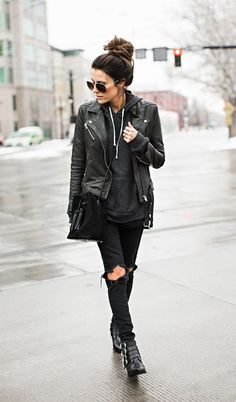 Rocker Outfits: The Ultimate In Rocker Girl Style And How You Achieve The Look - Fashion Trends Rocker Girl, Rocker Outfit, Mode Outfits, Winter Outfits, Casual Outfits, Rock Chic Outfits, Casual Goth, City Outfits, Casual Shoes