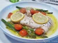 Baked tuna with asparagus and tomato