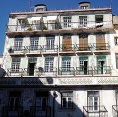 Fachada de edifício em Alfama, Lisboa, Portugal