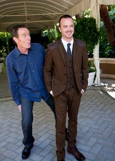 Cranston and Aaron Paul: An Adorable Photo History of Breaking Bads BFFs - Slideshow Bryan Cranston and Aaron Paul: A Photo History -- Vulture (so cute!)Bryan Cranston and Aaron Paul: A Photo History -- Vulture (so cute! Breaking Bad Cast, Breaking Bad Series, Ravenclaw, Best Tv Shows, Favorite Tv Shows, Hogwarts, Aaron Paul, Bryan Cranston, Silly Faces
