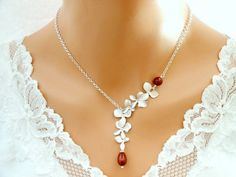 White Gold, Bordeaux Red Pearls.