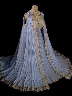 Can you imagine sleeping in this? This a cool place to look at vintage clothes Vintage Nightgown, Vintage Dresses, Nice Dresses, Vintage Outfits, Vintage Fashion, Retro Lingerie, Fashion Lingerie, Fantasy Gowns, Peignoir