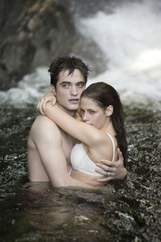 Pin for Later: The Hottest Shirtless Guys in Movies Robert Pattinson, Breaking Dawn Part 1 Our favorite part about this Twilight movie? The fact that Edward (Robert Pattinson) finally feels comfortable with his top off.