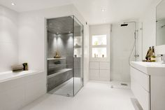 Uber stylish and highly functional Swedish villa Bathroom Layout, Basement Bathroom, Dream Bathrooms, Beautiful Bathrooms, Sauna Shower, Design Case, White Bathroom, Bathroom Inspiration, Home Bedroom