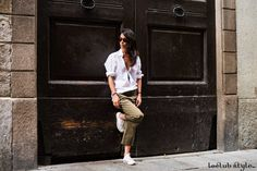 Exploring Milan. Blogger Adriana Lindo. Photographer Ángel Robles Robles. Masculine-inspired casual look.