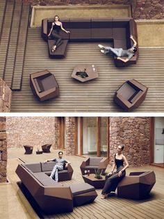 Фаз модульный диван Рамоном Эстеве. В модульно конструирован диван, что позволяет составить композиции из разных форм и размеров.