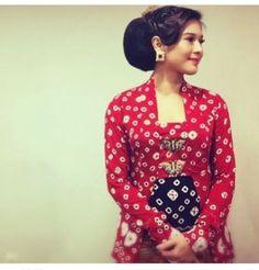 Posts about Kutubaru written by kembarmayang Kebaya Lace, Kebaya Dress, Kebaya Brokat, Batik Fashion, Hijab Fashion, Couple Outfits, Dress Outfits, Batik Dress, Kimono