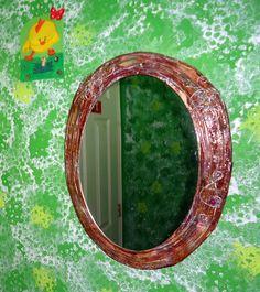 Marco de espejo con papel periódico reciclado, adornos con alambre reciclado
