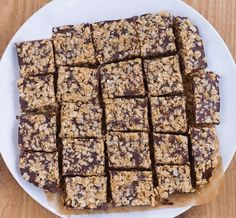 Soft, chocolatey, and ultra fudgy chocolate oatmeal fudge bars - Just like the traditional version from Starbucks, and no baking required! Clean Eating Desserts, Healthy Dessert Recipes, Vegan Desserts, Delicious Desserts, Healthier Desserts, Bar Recipes, Free Recipes, Chocolate Oatmeal, Chocolate Fudge