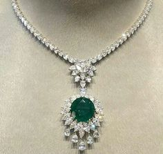 Beautiful diamond & emerald necklace for royal parties