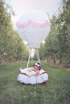 New baby photography basket air balloon ideas Newborn Poses, Newborn Shoot, Newborn Photography Props, Children Photography, Sibling Poses, Outdoor Photography, Image Photography, Newborns, Photography Ideas