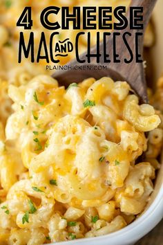 Mac and Cheese Recipe – so easy and it tastes AMAZING! No roux or white sauce! Simply boil the… Mac And Cheese Casserole, Creamy Macaroni And Cheese, Easy Mac And Cheese, Macaroni Cheese Recipes, Mac And Cheese Homemade, Baked Mac And Cheese Recipe With Cream Cheese, Pasta With 4 Cheese Sauce, Best Macaroni Recipe, Tutorials