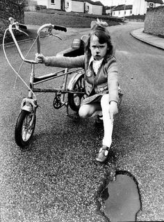 colorlessgreenideas:rrrick: Girls are Tough- bicycle accident Vintage Bmx Bikes, Velo Vintage, Bicycle Shop, Bicycle Race, Bicycle Girl, San Fransisco, Raleigh Chopper, Cycling Girls, Chopper Bike