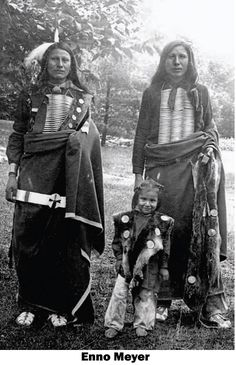 Sicangu Lakota Cincinnati Zoo 1896 Photo by Enno Meyer (1874-1947) The Lakota Sioux were asked to come to Cincinnati, Ohio Zoo to perform native dances and other cultural shows.