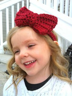 Design Adventures: Big Bow Headband - free crochet pattern - it is written for a 3 year old, but she very generously gives simple instructions on making it larger for an adult!