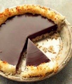 Martha Stewart's crisp coconut and chocolate pie--only 4 ingredients!Martha Stewart's crisp coconut and chocolate pie--only 4 ingredients! Gluten Free Desserts, Just Desserts, Dessert Recipes, Pie Recipes, Recipies, Chocolate Pies, Coconut Chocolate, Delicious Chocolate, Chocolate Ganache