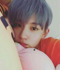 KeRan Yes Acrush is my girlfriends Cute Asian Guys, Cute Korean Boys, Asian Boys, Asian Men, Cute Guys, Asian Girl, Korean Boys Ulzzang, Ulzzang Boy, Korean Men
