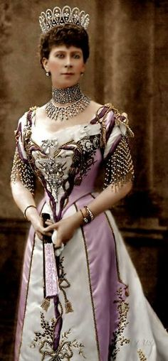 Queen Mary of Teck, wearing diamond loop tiara. She was the wife of King George V and the grandmother of Queen Elizabeth II. Her mother was a member of the British royal family, and her father was a German duke. Queen Mother, Queen Mary, Queen Elizabeth Ii, Reine Victoria, Queen Victoria, Princess Victoria, Elisabeth Ii, Queen Of England, British Monarchy