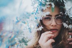 By charlottesmckee dreamy photography, hipster photography, creative photog Hipster Photography, Dreamy Photography, Portrait Photography, Nature Photography, Photography Ideas, Fashion Fotografie, Brandon Woelfel, Tumblr Girls, Senior Photos