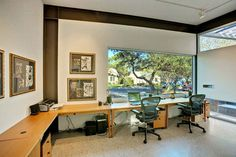 Small Home Office Space Design Ideas With Long Wood Computer Desk And Modern Chairs In Small Office Space Design, Home Office Space, Office Spaces, Work Spaces, Large Home Office Furniture, Furniture Ideas, Small Workspace, Office Workspace, Story House