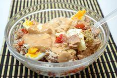 Tuna, egg, tomato and more Salad Tuna, Oatmeal, Eggs, Salad, Cooking, Breakfast, Food, Kitchens, Cucina