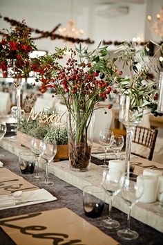Very rustic tablescape. Simple and not too many flowers. I really like it.