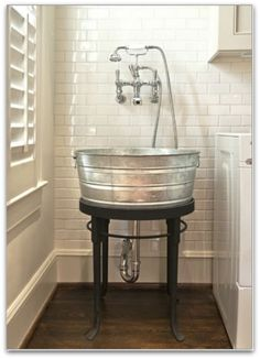 galvenized wash sink tub - I looooovvvee this!