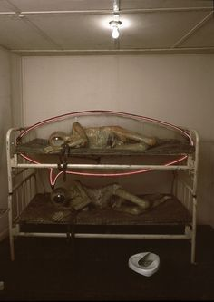 Edward Kienholz, State Hospital (interior), Fish bowl for a helmet. Bed pan just out of reach. Even in his thoughts he can't escape reality. Andy Goldsworthy, Edward Kienholz, Pop Art, Vintage Medical, Famous Art, Oldenburg, Rodin, Installation Art, Art History
