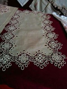 This Pin was discovered by Dan Filet Crochet, Irish Crochet, Crochet Lace, Hobbies And Crafts, Diy And Crafts, Romanian Lace, Point Lace, Cut Work, Linens And Lace