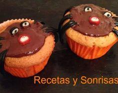 Muffins arañita con corazón de chocolate http://recetasysonrisas.blogspot.com.es/2013/10/muffins-aranita-con-corazon-de-chocolate.html # chocolate # récipes # food # spider # muffins # Halloween