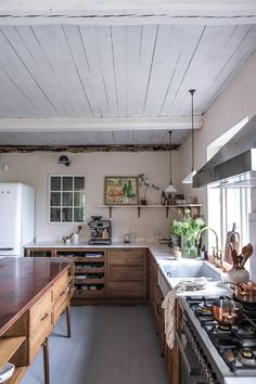 A vintage-looking DeVOL Haberdasher kitchen in a Swedish countryside Cottage - The Nordroom Swedish Kitchen, Swedish Cottage, Warm Kitchen, Old Cottage, New Kitchen, Kitchen Pantry, Kitchen Interior, Kitchen Design, Kitchen Decor