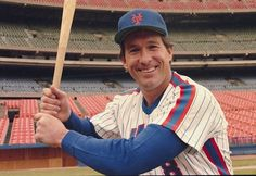 Gary Carter, one of the key members of the 1986 World Series Mets, died of a brain tumor in New York Mets Baseball, Ny Mets, Steve Yzerman, Gary Carter, Lets Go Mets, Nationals Baseball, Sports Stars, Boston Celtics, Celebrities