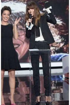 Lou Doillon en smoking Saint Laurent par Hedi Slimane de la collection printemps-été 2013 à la cérémonie des Victoires de la Musique à Paris, le 8 février 2013