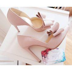 Stilettos roz pudra din piele naturala. Stilettos, Cherry, Pumps, Prunus, Shoes Heels, Cherries, Stiletto Heels, Studs