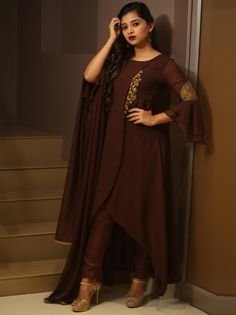 Indian fashion dresses - We have Spotted Epic Kurtha Designs Here – Indian fashion dresses Party Wear Indian Dresses, Designer Party Wear Dresses, Pakistani Dresses Casual, Indian Fashion Dresses, Indian Gowns Dresses, Dress Indian Style, Pakistani Dress Design, Indian Designer Outfits, Wrap Dresses