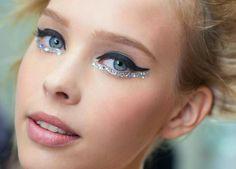 Delineado e glitter #maquiagem #makeup #Carnaval