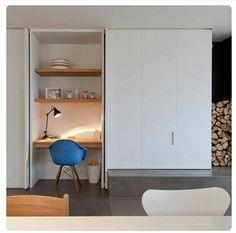 SALA ESTAR. Criando espaços Computer Nook, Hidden Closet, Hidden Desk, Built In Desk, Closet Office, Office Nook, Study Office, Office Cupboards, Home Office Design