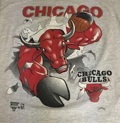 Vintage Chicago Bulls Nutmeg Busting Through Medium Short Sleeve Tee T-Shirt L1