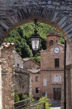 Serrapetrona,Marche,Italy.Google+