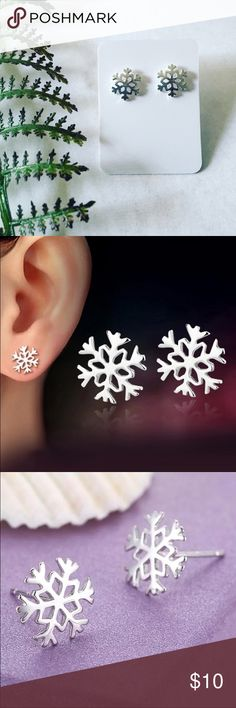 ❄️Winter❄️Snowflake Earrings Silver plated snowflake stud earrings add a gorgeous icy touch to your winter wardrobe. Pineapple.PalmBeach Jewelry Earrings