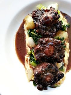 Braised Oxtails with Potato Puree & Horseradish Cream. This looks so yummy, can't wait to cook it!! (you could sub beef short ribs for oxtails )