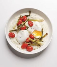 Poached Eggs With Grits and Tomatoes | RealSimple.com