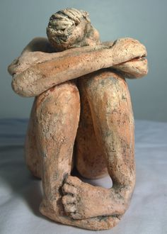He encontrado este interesante anuncio de Etsy en https://www.etsy.com/es/listing/218284449/waiting-figurative-female-ceramic
