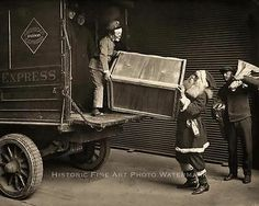 OLD VINTAGE CHRISTMAS PHOTO SANTA CLAUS ELF GIFT PRESENT TRUCK 1920s- 20862
