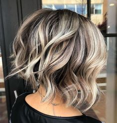Inverted Wavy Bob with Shaggy Ends