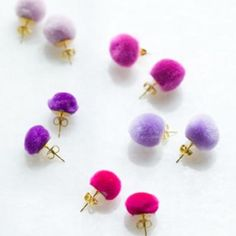 These Pom Pom DIY Wedding Earrings are seriously the easiest DIY earrings you've ever seen. You don't need to know anything about jewelry making to successfully make your own earrings for this project. Diy Wedding Earrings, Diy Earrings, Earrings For Kids, Stud Earrings, Emerald Earrings, Leather Earrings, Heart Earrings, Diy Kawaii, Jewelry Crafts