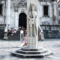 Orlando's column, Dubrovnik, Croatia Adriatic Sea, Dubrovnik Croatia, Orlando, Euro, Coast, Street View, History, History Books, Historia