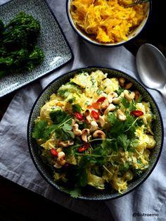 Kurkuma-inkiväärihapankaali-perunasalaatti - Bistroemo Curry, Ethnic Recipes, Food, Turmeric, Curries, Essen, Meals, Yemek, Eten