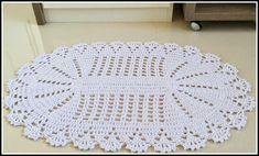 tapete-oval-de-crochê Striped Crochet Blanket, Luanna, Crochet Tablecloth, Thread Crochet, Doilies, Garland, Carpet, Bath, Rugs